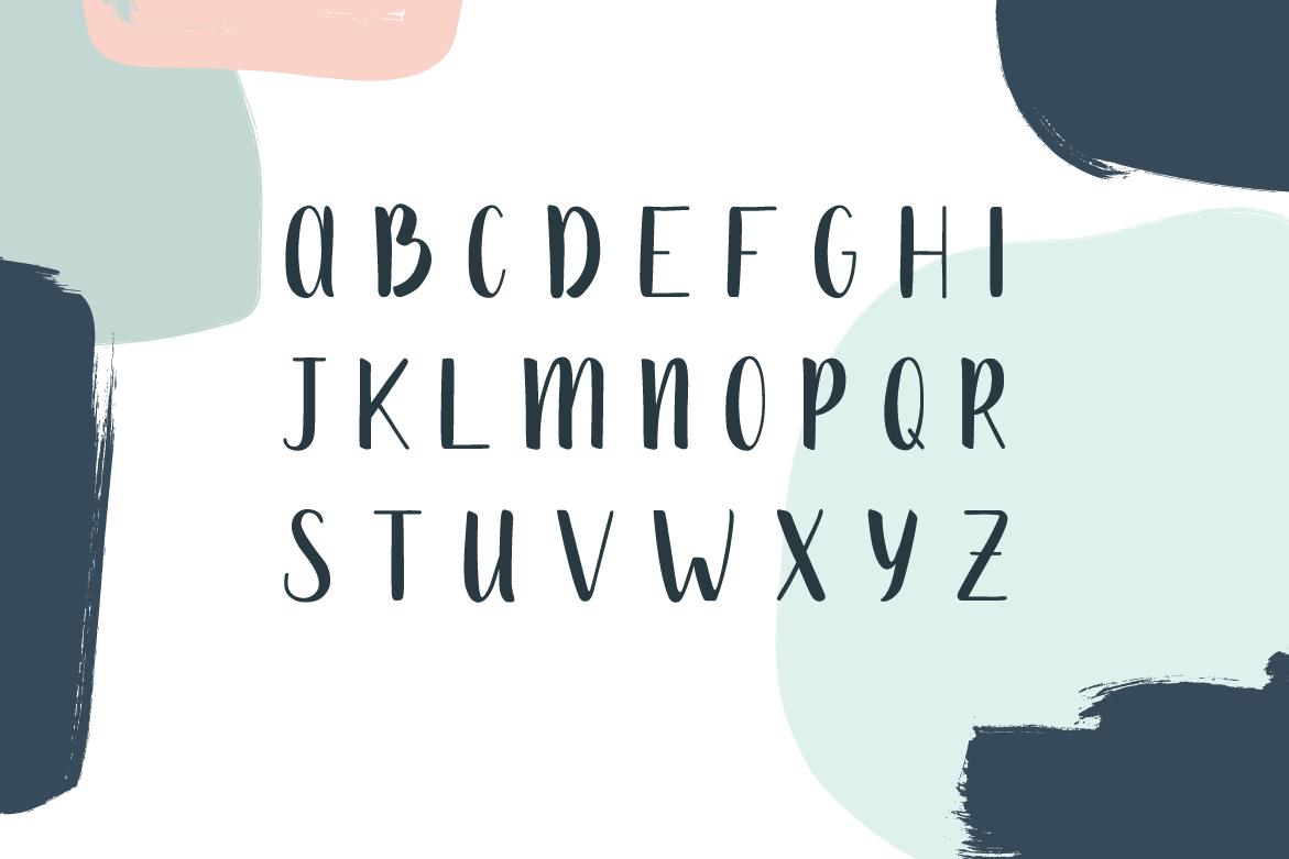 Mona Handdrawn Font